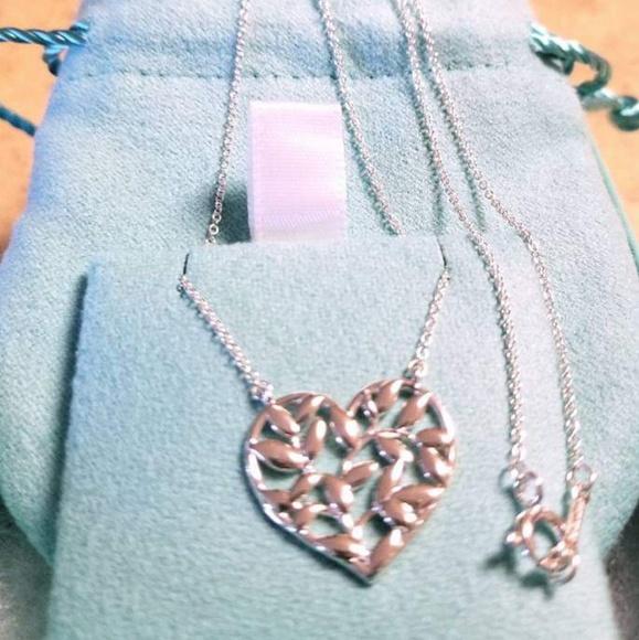 78a43c0a6 Tiffany Paloma Picasso Olive Leaf Heart Pendant. M_5c17c83ba5d7c6e43b8ea7e8